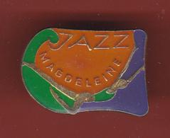 53597-Pin's.Jazz Magdeleine.pin Up. . - Pin-ups