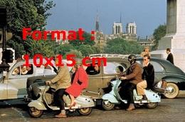 Reproduction D'une Photographie D'une Vue De Scooters Dans La Circulation Parisienne En 1950 - Reproductions