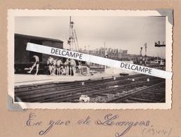 LANGRES  Guerre 39/45 1944 - Photo Originale Du Passage à La Gare Du 1er Régiment Français ( Haute Marne ) - Lieux