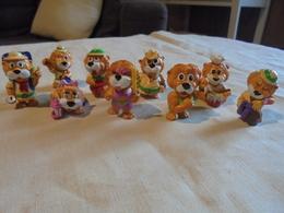 Petit Lot De 9 Lions Kinder Léoventuras - Monoblocs