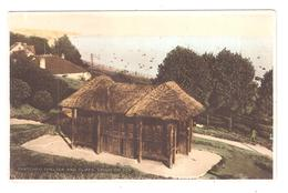 THATCHED SHELTER AND CLIFFS LEIGH ON SEA THE ELLANCO SERIES POSTCARD PICTURE - Southend, Westcliff & Leigh