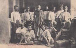 Voyage Aux Monuments Khmers Par A.T. N° 52 Angkor-Wat Groupe De Pélerins Indigènes Sous....Cambodge Indochine Cambodia - Cambodia