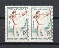 - FRANCE - Variété N° 1163 - 18 F. Tir à L'arc 1958 - CONTOUR DU TIREUR ABSENT Tenant à Normal - - Plaatfouten En Curiosa