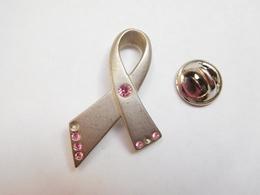 Beau Pin's En Relief , Parfum Avon ,SIDA , ( Manque 2 Brillants ) - Parfum