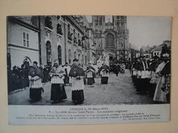 CPA LISIEUX. 1923. LE DEFILE DEVANT SAINT PIERRE DU 26 MARS 1923. BELLE ANIMATION - Lisieux