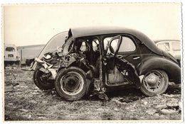 VIEILLE VERITABLE PHOTO DENTELE Photographie Accident Vieille Voiture Renault Voir Scan V° - Automobiles
