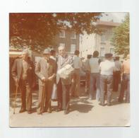 Photographie Ain  01 Jujurieux Remise Colis Des 3 Survivants De Verdun 13/06/1976 Fanfare ...photo 9x9,4 Cm Env. - Places