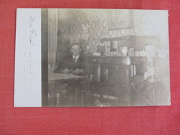 RPPC  Man On Telephone       > Ref 3068 - Postcards