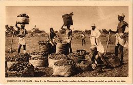 MISSIONS DE CEYLAN (Actuel Sri Lanka) Le Missionnaire Des Pariahs Vendant Du Charbon Au Profit De L'église - Sri Lanka (Ceilán)