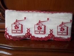 Déco Vintage..4.50 M De Dentelle De Caudry - Rugs, Carpets & Tapestry