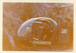Aviation PHoto 10 Août 1962 D'un Hélicoptère JAY De La Gendarmerie Gendarme à Bord Semble Cannes Ou Proche A Identifier - Aviation