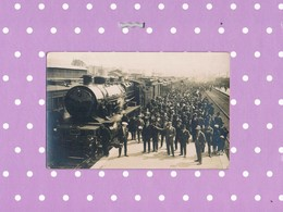 76 TOP CARTE PHOTO LE TREPORT  TRAIN LOCOMOTIVE EN GARE - Le Treport