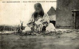 C- MADAGASCAR JEUNE FILLE HOVA FABRICANT DES CHAPEAUX CACHET CONVOYEUR MARSEILLE A LA REUNION - Madagascar