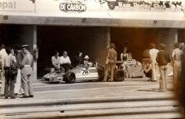 Photo Originale Sport Auto - Circuit De Rouen-les-Essarts En 1973/74 - Formule 1 Brabham Au Stand & Gendarme - De Carbon - Automobiles
