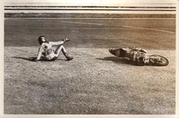 Photo Originale Sport Moto - Circuit De Rouen-les-Essarts En 1974 - Chute Du Motard Patrick Ponce Le 31.03.1974 - Cycling