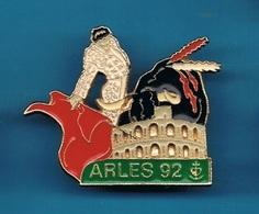 PIN'S //  ** FERIA / CORRIDA / ARÈNE ARLES / 92 ** . (Barillet) - Corrida