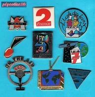 9 PIN'S //  ** TV / RADIO / MEDIA ** - Medias