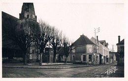 SAINT HIPPOLYTE . 37 . Place De L'église . Coiffeur . Pub Singer . 1950. - Autres Communes