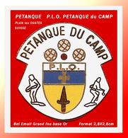 """SUPER PIN'S PETANQUE : Club De PLAN LES OUATES En SUISSE, """"PETANQUE Du CAMP"""" émaillé Grand Feu Base Or  2,8X2,8cm - Boule/Pétanque"""