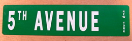 TOLE PLAQUE 5 TH AVENUE NEW YORK - Advertising (Porcelain) Signs