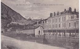 05 Hautes-Alpes - BRIANCON -  La Gare - Au Fond Le Chaberton ( Fort Italien ) - Briancon