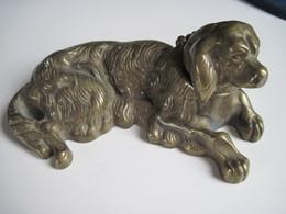 Ancien Encrier En Bronze Chien Labrador Couché 13 Cm 290 Gr  T.B.E. Bel Objet De Vitrine - Inkwells