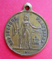 1870 Médaille 4 Septembre République Française Proclamée Par La Volonté Nationale Cuivre Diam 2.3 Cms - Médailles & Décorations