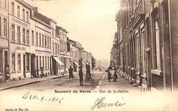 Souvenir De Herve - Rue De La Station (animée, Boulangerie, Edit Vanderauwera & Cie, 1902) - Herve