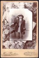 VIEILLE PHOTO CABINET MONTEE SURREALISME  - FILLETTE MODE VICTORIEN - VICTORIAN  - PHOTO BECKER BRUXELLES - 16.5 X 10.5 - Oud (voor 1900)
