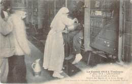 31 - La Guerre 1914 à Toulouse - Les Blessés, Un Coup De Café Aux Blessés, Service Des Dames De La Croix Rouge (ww1) - Toulouse