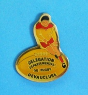 1 PIN'S //   ** DÉLÉGATION DÉPARTEMENTALE DU RUGBY DE VAUCLUSE ** - Rugby