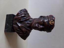 Buste En Platre Sur Socle En Marbre D Un Militaire Regiment D Infanterie De Marine 22 X 15 X 9 Cm 1850 Gr Oreille Casse - Army & War