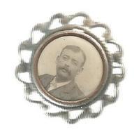 Broche Souvenir , Photographie ,2 Scans , Frais Fr 1.95 E - Unclassified