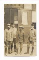 TRES BELLE CARTE PHOTO GUERRE 1914/18 4 OFFICIERS AU REPOS DONT 1 ANNAMITE - Guerre 1914-18