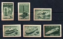 Czechoslovakia Matchbox Labels - Detem Pro Radost / Hracky 'Igla' -  Green - Boites D'allumettes - Etiquettes