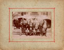 Grand Tirage Photo Albuminé Cartonné - Groupe D'Etudiants En Sciences Ou Médecine Avec Tête De Mort  En Mascotte 1910/20 - Anonymous Persons