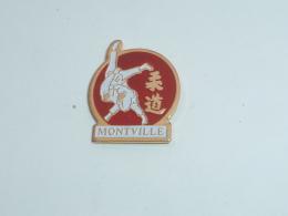 Pin's JUDO CLUB DE MONTVILLE  01 - Judo