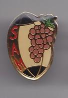 Pin's SAM Ballon De Rugby Grappe De Raisin Réf 5175 - Rugby