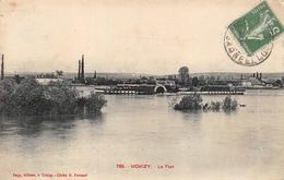 Uchizy Canton Tournus Port Bateau Le Parisien - France