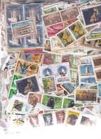 1 Kg TIMBRES MONDE - Petits Et Grands Formats-  Sur Fragments - En Provenance Des Missions - Timbres