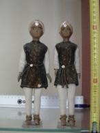 Ancienne Paire De Poupée Celluloid Laurette Petit Colin Couple D' Indien Indou En Costume Traditionnel RARE ! - Toy Memorabilia