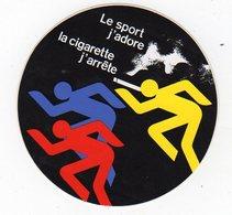 Sept18   82182   Auto Collant    LE SPORT J 'ADORE  LA CIGARETTE J 'ARRËTE - Autocollants