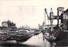 PENICHE - Bon Plan PENICHES à STRASBOURG Port Du Rhin - CPSM Dentelée N/B GF 1951 - Barge Lastkähne Aken Chiatte - Embarcaciones