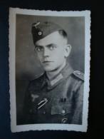 Altes Original-Foto-Karte 2. WK., Portait Soldat Mit Orden, Verwundetenabzeichen - 1939-45