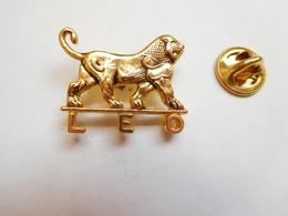 Superbe Pin's En Relief , Médical , Laboratoires Léo , Lion - Medical