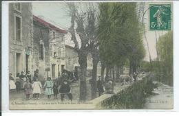 Vouillé-La Rue De La Poste Et Le Quai De L'Auxance - Vouille