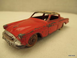 Voiture Miniature 1/43 Em   DINKY TOYS STUDEBAKER COMMANDER   Peinture Rouge Et Blanc - Toy Memorabilia