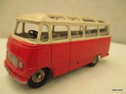 Voiture Miniature 1/43 Em   DINKY TOYS  Car MERCEDES BENZ  Peinture Rouge Et Blanc - Toy Memorabilia