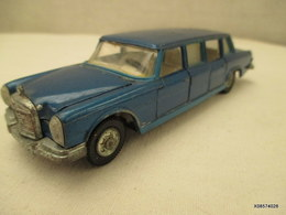 Voiture Miniature 1/43 Em   DINKY TOYS   MERCEDES BENZ 600 Peinture  Bleue - Toy Memorabilia