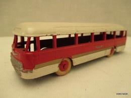 Voiture Miniature 1/43 Em   DINKY TOYS  AUTOCAR CHAUSSON 29F Peinture  Rouge Et Blanc - Toy Memorabilia